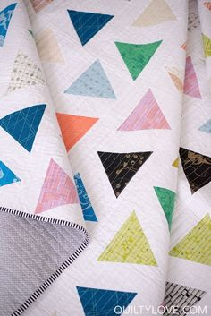 Introducing the TRIANGLE POP quilt pattern - Quilty Love. Modern triangle quilt using Carolyn Friedlander fabrics by Robert Kaufman. Fat quarter friendly quilt pattern.
