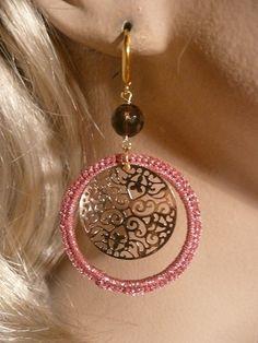 Crochet silk earrings with filligree and Smokeyquartz. Mooie zijden oorbellen met filligrain en Rookkwarts.