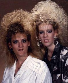 22 Amazing Portrait Photos of Iranian Women From Between the and ~ vintage everyday Jheri Curl, Hair Fails, Awkward Photos, Crazy Hair Days, High Fashion Makeup, Grunge Hair, Rainbow Hair, Hair Humor, Selfies