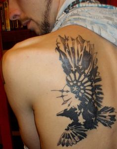 unique Tattoo Trends - 30 Cool Example Of Raven Tattoo Designs Back Of Shoulder Tattoo, Shoulder Tattoos, Tattoo Designs For Women, Tattoos For Women, Body Art Tattoos, Cool Tattoos, Forearm Tattoos, Wing Tattoos, Tatoos