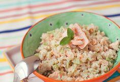Risotinho integral de salmão e brócolis  Rende 4 porções     Ingredientes  - 1 xícara de arroz integral  - 1 xícara de brócolis pi...
