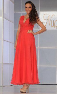 Mónica Ortega es una joven diseñadora que basada en lo último en tendencias hará para ti el mejor vestido para cualquier ocasión y siempre siendo tú la prioridad en su trabajo. Encuentra a Mónica Ortega en Expo Nupcias, Palacio de los Deportes.