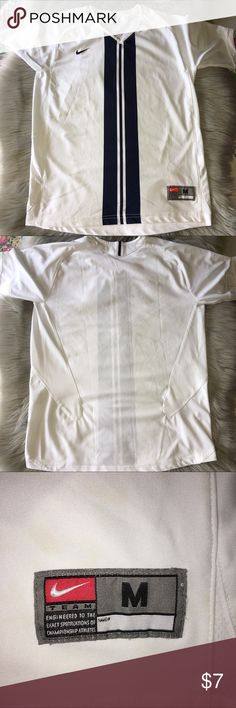 ✔️N I K E  W O M A N  S H I R T✔️ In great condition with no flaws woman Nike shirt. Nike Tops Tees - Short Sleeve