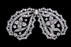 Edwardian Bow Brooch  Very important Edwardian diamond and pearl platinum set bow brooch. Magnificent.      Grays Antique Centre