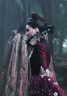 Regina Mills, the evil queen ❤ Once Upon A Time Funny, Once Up A Time, Ouat, Film Manga, Captain Swan, Captain Hook, Evil Queens, Swan Queen, Regina Mills