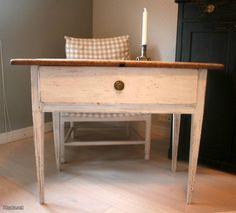 Antikkinen pöytä / Antique table