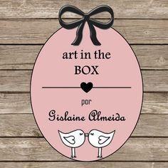 Art in the box preza pela qualidade e sofisticação de cada produto confeccionado. A partir de um processo totalmente manual, oferecemos diversas opções de caixas: convite (para casamento), agradecimento (para pais e padrinhos), toilete, para crianças, para decoração etc. São muitas opções de tamanho e de tecidos.  Nossas caixas são todas em MDF.  Entregamos para todo o Brasil.