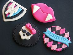 monster high cupcake toppers-Jacie would love these! Monster Cupcakes, Monster High Cake Topper, Bolo Monster High, Monster High Cookies, Festa Monster High, Monster High Birthday, Monster High Party, Fun Cupcakes, Fondant Cupcake Toppers