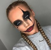 Are you looking for ideas for your Halloween make-up? Browse around this site for cute Halloween makeup looks. Jester Makeup, Scary Clown Makeup, Halloween Makeup Clown, Eye Makeup, Simple Halloween Makeup, Zombie Makeup Easy, Beautiful Halloween Makeup, Awesome Makeup, Doll Makeup