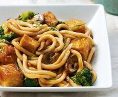 Macarrão com Tofu Crocante, Brócolis e Champignon