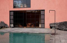 César Cervantes guides us around Casa Pedregal, a reminder of architect Luis Barragán's utopian goal Mexican Courtyard, Concrete Furniture, Building Structure, Urban Design, Architecture Design, Architecture Diagrams, Architecture Portfolio, Interior And Exterior, House Styles