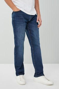 Men's jeans are an effortless casual style. A diverse variety including denim, skinny & ripped jeans make up our range. Mens Fashion Suits, Denim Fashion, Best Jean Brands, Denim Jeans Men, Best Jeans, Preppy Outfits, Ripped Skinny Jeans, Jeans Brands, Mens Clothing Styles