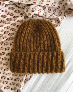 Ravelry: September Hat pattern by PetiteKnit Knitting Patterns Free, Knit Patterns, Free Knitting, Crochet Scarves, Knit Crochet, Free Crochet, Double Crochet, Knit Edge, Wrap Pattern