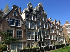 Continua linda ❤️❤️ #amsterdam #viagemjovem #holland #nofilter Holland, Amsterdam, Multi Story Building, Mansions, House Styles, Home, Destinations, The Nederlands, Manor Houses