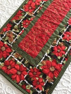 Christmas Table Runner Quilt Poinsettia Red Green by KeriQuilts