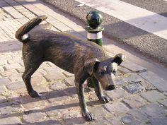 El Chien Pis, el perro que hace pis y acompaña al Manneken Pis