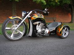 A beautiful Trike....This is what i want...reminds me of a big wheel!