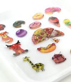 Create your own cute shrink charms! They - Crafts Ideas Videos Diy Crafts Diy Shrink Plastic Charms, Diy For Kids, Crafts For Kids, Shrink Art, Diy Jewelry Holder, Food Trays, Shrinky Dinks, Diy Schmuck, Diy Videos
