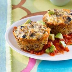 This healthy quinoa cake recipe is packed with protein from the black beans, eggs, cottage cheese and quinoa. We like to serve the quinoa cakes with a mouthwatering and incredibly easy blender salsa Healthy Cooking, Healthy Eating, Cooking Recipes, Healthy Food, Healthy Chicken, Healthy Habits, Healthy Meals, Cooking Tips, Quinoa Cake
