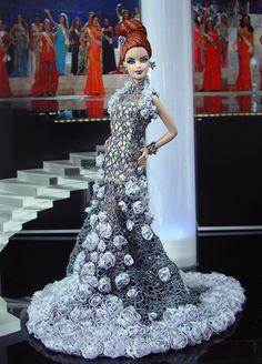 Miss Texas 2011– Vestido inspirado por el diseñador de Indonesia, Tex Saverio – Colección de Primavera 2011 'La Glacon'