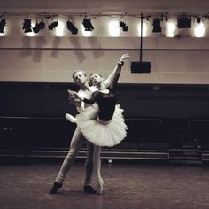 In honour of #tututuesday here's the beautiful @iana_salenko & I in a video by @dancersdiary rehearsing Swan Lake at the @royaloperahouse  So excited to for Iana to return for Sir Peter Wrights Giselle February 27th & March 19th.... Tickets at www.roh.org.uk  #stevenmcrae #ianasalenko #royalballet #swanlake #ballet #dance #maledancer #ballerina #tutu #tututuesday #beautiful #fun @worldwideballet @blochau @pointemagazineofficial