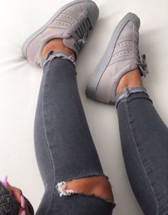 Sneakers femme - Adidas Superstar Rose Gold - Adidas Shoes for Woman Sneakers Mode, Sneakers Fashion, Fashion Shoes, Shoes Sneakers, Grey Sneakers, Grey Trainers, Fashion Fashion, Fashion Women, Sneakers Style