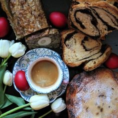 #coffee #easter #morning #sweetbread #tulips #foodstyling #cozonac #drob #cafea #pasca #paste Sweet Bread, Food Styling, Camembert Cheese, Tulips, French Toast, Easter, Sweets, Coffee, Breakfast