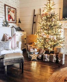 20 Stunning Christmas Trees Decorated For Some Holiday Sparkle