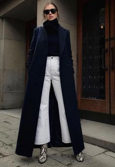 with a touch of eclectic - How to wear white jeans, flared jeans with a long black coat, perfect for winter - La Selectiva Fall Winter Outfits, Winter Style, Autumn Winter Fashion, Long Coats, Long Winter Coats, Navy Style, Black And White Style, How To Wear White Jeans, White Jeans Winter