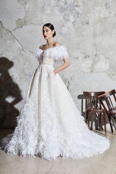 Zuhair Murad Frühjahr/Sommer 2020 Bridal - Fashion Shows Big Wedding Dresses, Wedding Dress Trends, Bridal Dresses, Bridesmaid Dresses, Bridal Collection, Dress Collection, Zuhair Murad Bridal, Minimal Dress, Lela Rose