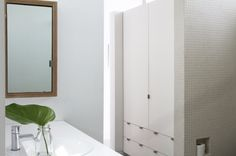 Like this color tile and don't mind the small squares.  Nice toilet paper holder.  Ara Katz Bathroom in LA |  Remodelista