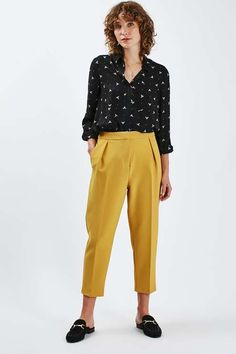 Take notes from the boys with these vibrant peg trousers. A relaxed silhouette with a focus on the cropped leg, they come detailed with soft tailoring and a high waisted fit. #Topshop