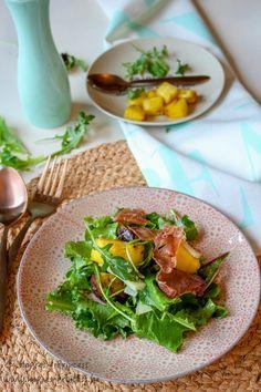 Salade met vijgen, pecorino en gekarameliseerde ananas is een fris en heerlijke, gezonde salade.