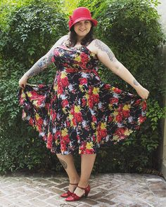 """Our new Forget Me Not Floral collection is going fast! Get your Trixie Dress (sizes XS-XXL, $174) before it's gone. #trashydiva #vintagefashion…"""