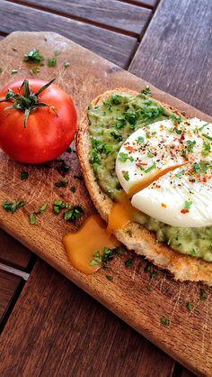Avocado & poached egg on a crispy toast