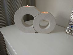 Easy And Useful DIY Concrete Crafts Ideas Here we are presenting some cool DIY concrete crafts. These can give a personalized touch to your house and office. Source by architectsideas Cement Art, Concrete Art, Concrete Design, Concrete Crafts, Concrete Projects, Cool Diy, Easy Diy, Concrete Candle Holders, Beton Design