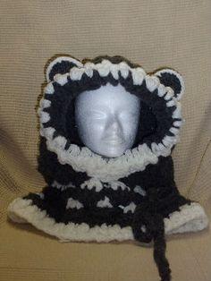 Col cagoule noir et blanche au crochet