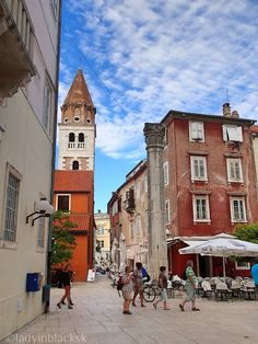lady in black: Ancient Zadar #croatia #visitcroatia #chorvatsko #travelblogger #travel #picoftheday #zadar #oldtown #travelphotography #traveleurope #europe #mediterranean #placestogo