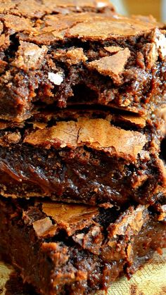 Best Ever Fudge Brownies ~ Ultra rich, gooey and fudgy, these brownies are some of the best-ever! They have crispy tops but soft and chewy middles, and bake up incredibly thick. Brownie Toppings, Brownie Bar, Fun Desserts, Awesome Desserts, Cookie Bars, Bar Cookies, Gooey Brownies, Canned Frosting, Chocolate Butter