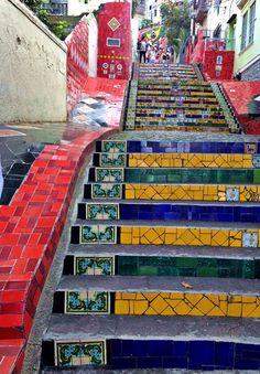 Visit the Selaron Stairs in Rio de Janeiro - Escadaria Selaron #selaronstairs #riodejaneiro