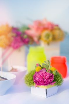 fluo buffet decor http://www.say-yep.com/issue2/