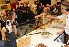 """Adriana Karembeu en robe """"Ferrero Rêve d'Or"""""""