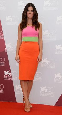 Sandra Bullock takes a color-blocked dress to a whole new level with a couple chic tricks.