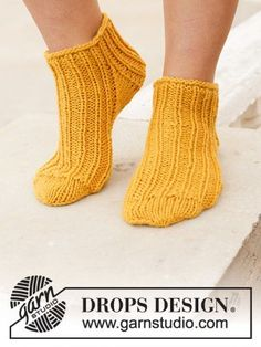 Sun Spun Socks - DROPS Sun Spun Socks in Nepal. See our great prices and fast service. Knitted Socks Free Pattern, Knitting Socks, Knitting Patterns Free, Free Knitting, Crochet Patterns, Knitting Gauge, Drops Design, Double Pointed Knitting Needles, Knitted Slippers