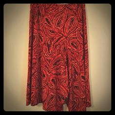 Red/orange print skirt, Worthington large Poly/spandex gorgeous skirt! Print is very pretty and had a front section that splits slight and hangs a little longer for some flare to the traditional skirt. Great for work if with a tee and flip flops in summer! Worthington Skirts