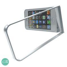 フリッツフレーム【fritzframe】シルバー フリッツフレームは、全く新しいオールインワンタイプのiPhone 5/5s専用のケースです。  二重構造の特殊なアルミフレームで構成され、アウターフレームが自由自在に可動しますので、iPhoneを縦横に立てたり、撮影時のスタビライザーとして、吊るすためのホルダーとしても使用できます。  ・撮影時のスタビライザーとして  ・iPhoneスタンドとして  ・三脚の代わりとして  ・iPhoneの保護として  ・ホルダーとして  ・その他、様々なシーンで役立ちます