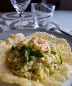 Risotto agli asparagi e gamberi in crosta di parmigiano
