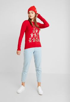Fashion Union CHRISTMAS GINGER BREAD TREE - Pullover - red - ZALANDO.CH Nylons, Bread Tree, Christmas Clothing, Textiles, Pullover, Mannequin, Clothing Ideas, Graphic Sweatshirt, Sweatshirts