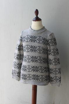 Barne sweaters str 10 år Fremstillet i ren uld, der kan maskinvaskes Pris 500 kr