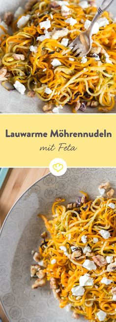 Die Karotten drehen durch: Lauwarme Möhrennudeln mit Feta und Walnüssen Together with zucchini, creamy feta cheese and walnuts, the spiraled carrot noodles are more than just a good alternative to classic pasta. Noodle Recipes, Veggie Recipes, Pasta Recipes, Low Carb Recipes, Vegetarian Recipes, Healthy Recipes, Pasta Made From Vegetables, Law Carb, Carrot Noodles